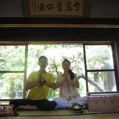 【鶯梅院シヴァナンダヨーガ × ハルモニウムコラボ特別クラス】レポート